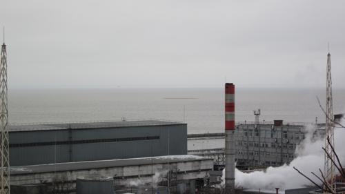 Остров Черепаха. Вид от памятника Петру I, на переднем плане сооружения морского порта