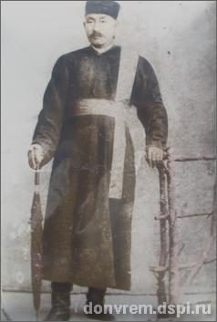 Гелюнг Эркетеневского хурула, участник разведывательной экспедиции в Тибет в 1904 г. Бадма Чубарович Ушанов. Фото предоставлено А.А. Назаровым