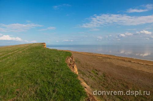 Обрывистые берега озера Маныч-Гудило (фото Тихонов А.В.)