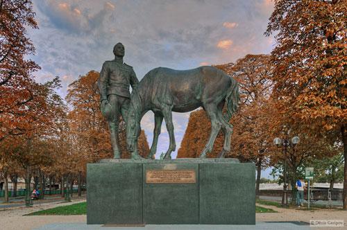 памятник русским воинам во Франции