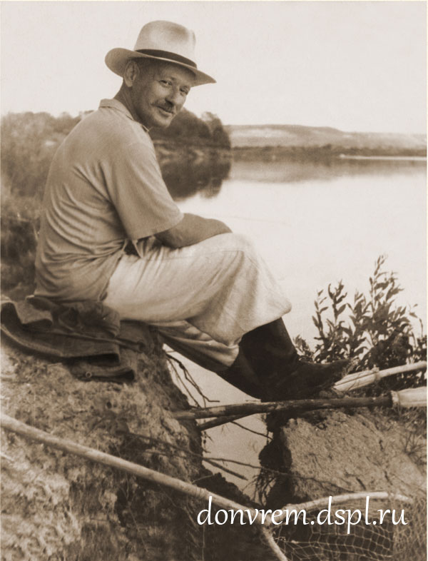 М. А. Шолохов на рыбалке. Фото П. П. Гавриленко