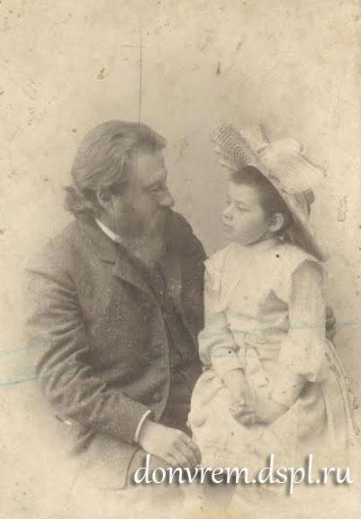 Н. Н. Сарандинаки с дочерью Верой. Ростов-на-Дону, 1906 год