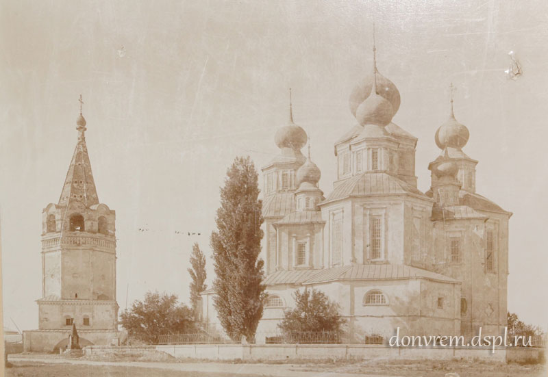 Вид на Воскресенский собор, соборную колокольню и памятник в честь посещения наследником цесаревичем Николаем Александровичем. 1900-е