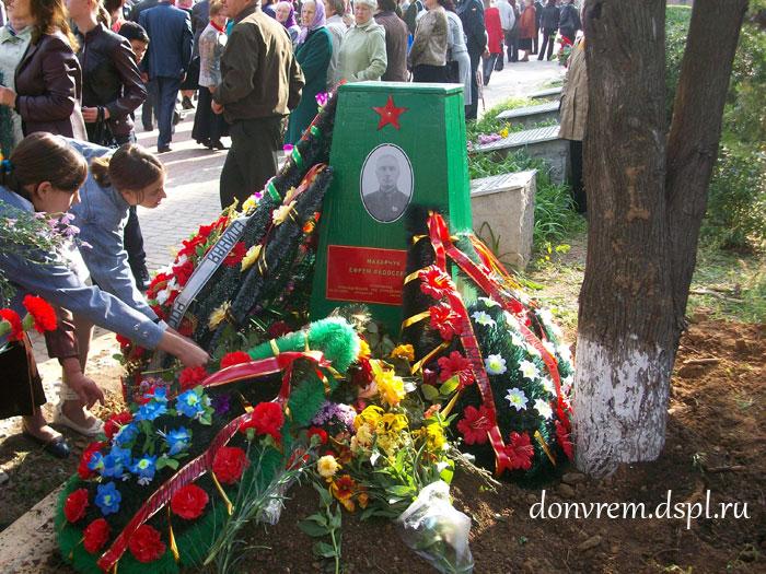 мемориал в поселке Зимовники