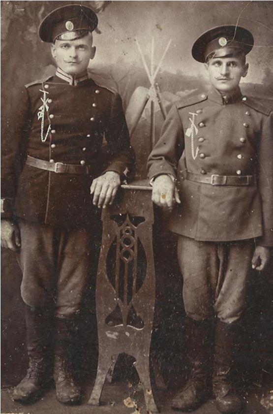 Служивые 113 запасного полка г. Пятигорска И.Е. Рудов и И.Е. Семилетов, 1916  и обратная сторона фотографии