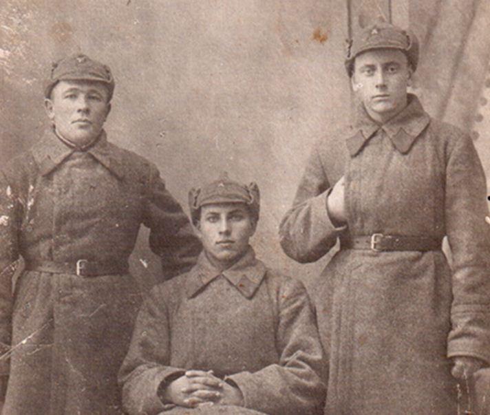 Наши земляки – будённовцы (сидит – А. И. Щербанёв), предп. 1920-е